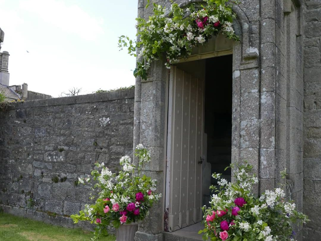 early summer wedding doorway arch urns
